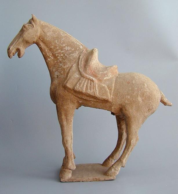 Chinese Archeologie - Tang Dynastie Paard met zadel  incl TL test (verkocht)