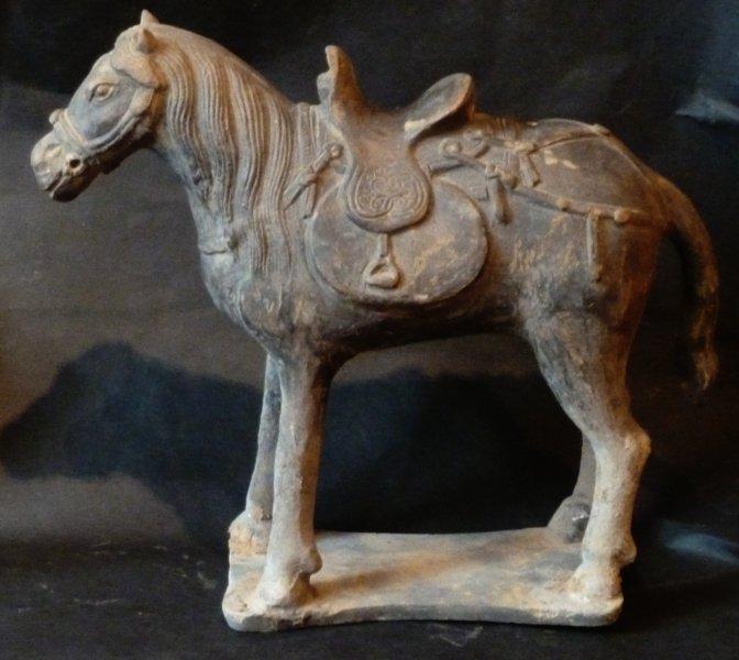 Chinese Archeologie - Yuan Dynastie paard met zadel (1279-1368)